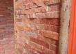 Ova zidna obloga na vanjskoj terasi od prirodnog kalanog kamena daje prirodni štih urbanom prostoru.