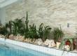 Kupanje u ovom privatnom bazenu u Međimurju njegovim je vlasnicima puno ugodnije uz zid obložen prirodnim kalanim kamenom.