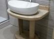 U ovoj temeljito preuređenoj kupaoni u stanu u Varaždinu, bili je potrebno izraditi stalak za umivaonik po mjeri zbog skućenosti prostora. Vlasnik se odlučio na korištenje bračkog kamena s obzirom da je i sam porijeklom iz Dalmacije.