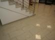 Svi hodnici i stepeništa u ovoj oslovnoj zgradi uređeni su u granitu Kashmir white.