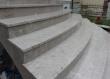 Vanjska stepeništa na ovoj staroj i obnovljenoj kupiji u Hrvatskom Zagorju izvedena su u paljenom vapnencu repenu. Stranka je pomno birala kamen te izabrala ovaj prekrsan vapnenac koji smo nabavili po narudžbi.