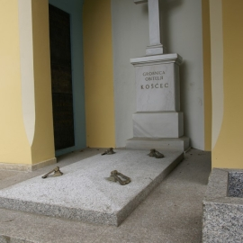 grobnica-konzervatori-roza-beta-carrara