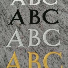 primjer klesanog teksta u raznim bojama