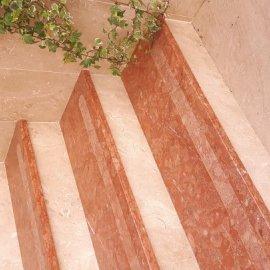 natkriveno stepenište od mramora romanit i dalmacia beige - mat obrađeno četkanjem